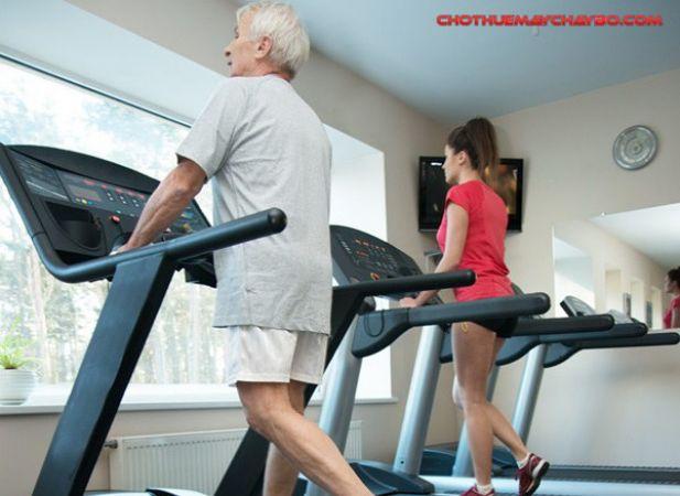 Máy chạy bộ có phù hợp với người cao tuổi ?